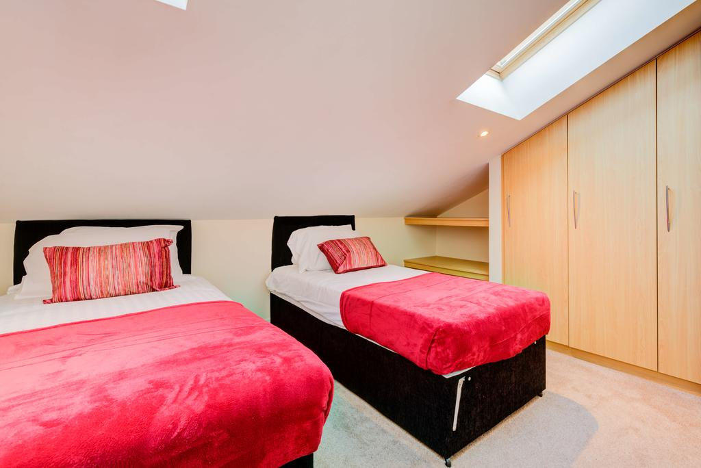 Corporate-Accommodation-Brentford---Town-Meadow-Apartments-Near-Griffin-Park-London---Urban-stay-8