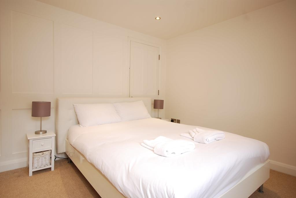 Covent-Garden-Serviced-Accommodation---Earlham-Street-Apartments-Near-Arts-Theatre---Urban-Stay-1