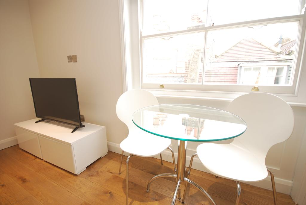Covent-Garden-Serviced-Accommodation---Earlham-Street-Apartments-Near-Arts-Theatre---Urban-Stay-10