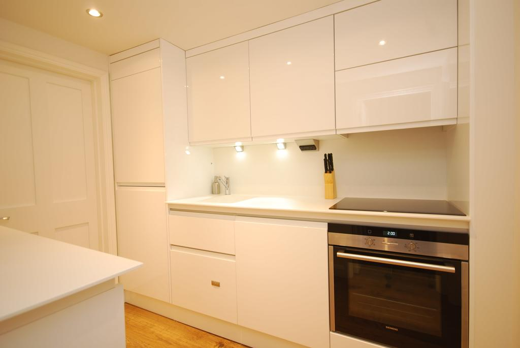 Covent-Garden-Serviced-Accommodation---Earlham-Street-Apartments-Near-Arts-Theatre---Urban-Stay-11