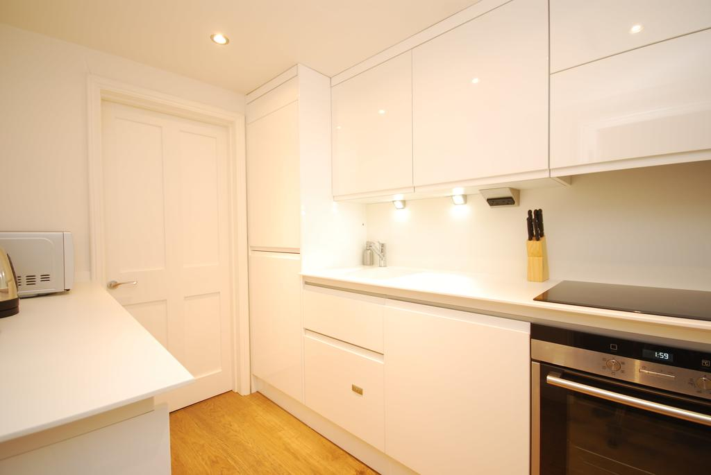 Covent-Garden-Serviced-Accommodation---Earlham-Street-Apartments-Near-Arts-Theatre---Urban-Stay-5