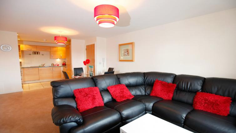 Coventry-Luxury-Accommodation---Priory-Place-Apartments-Near-Ricoh-Arena---Urban-Stay-10
