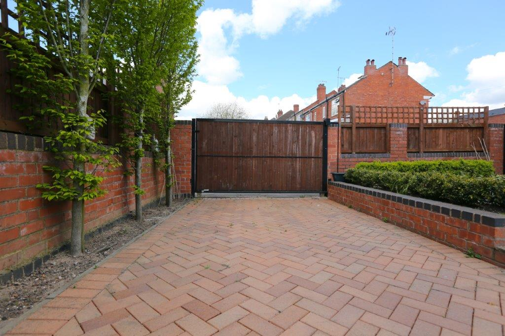 Coventry-Serviced-Apartments---Coundon-Fields-Apartments-Near-City-Centre---Urban-Stay-4