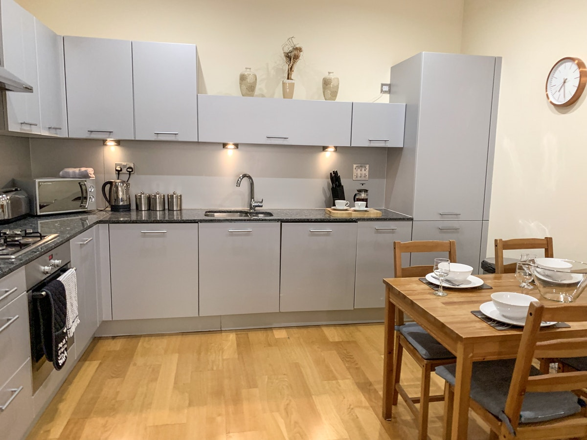 Glasgow Short-let Accommodation - Ingram Street Apartments Near Glasgow Central station - Urban Stay 5