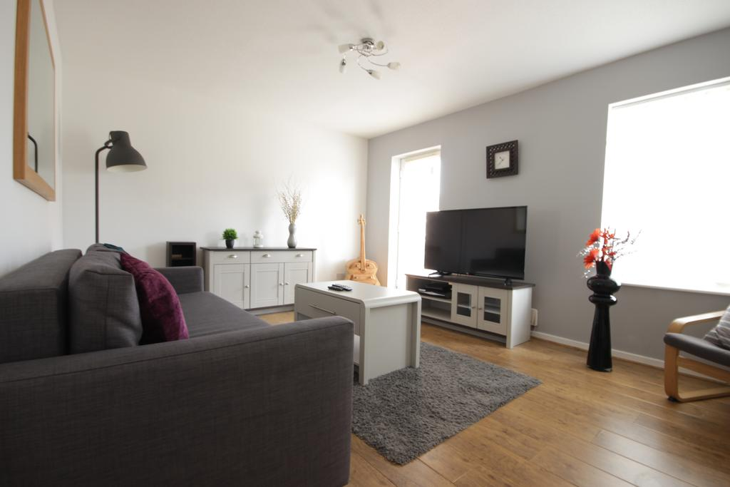Hull-Luxury-Serviced-Accommodation ---Wind-House-View-Apartment-Near-Hull-New-Theatre---Urban-Stay-1