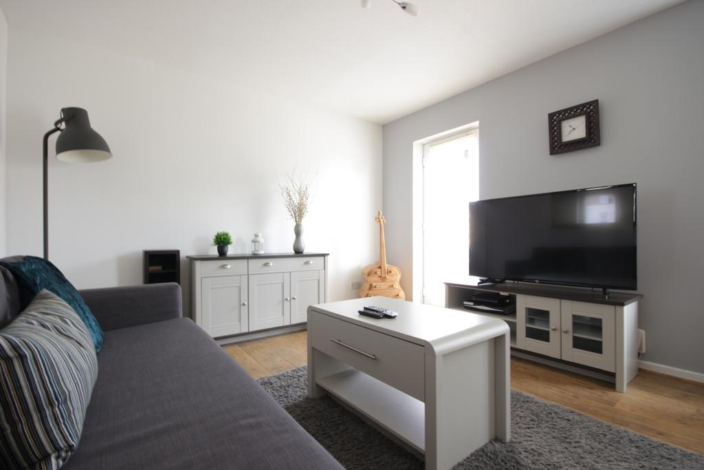 Hull-Luxury-Serviced-Accommodation ---Wind-House-View-Apartment-Near-Hull-New-Theatre---Urban-Stay-9