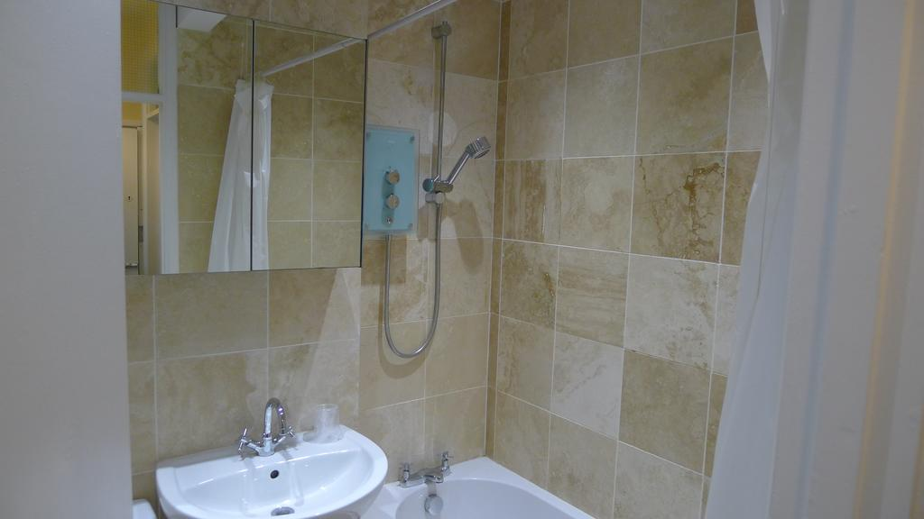 Leamington-Spa-Serviced-Accommodation---Regents-Street-Apartments-Near-Royal-Leamington-Spa-College---Urban-Stay-1