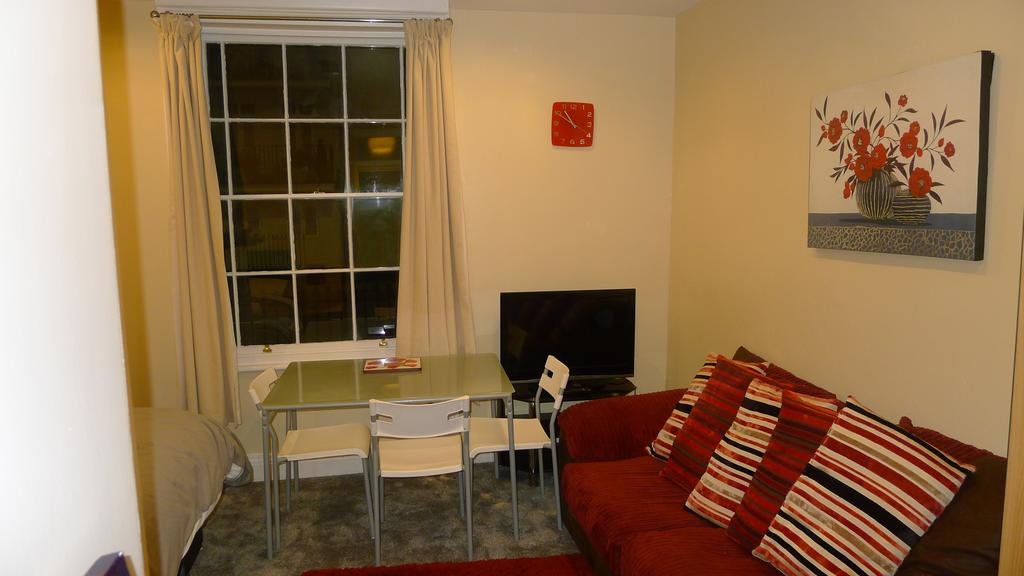 Leamington-Spa-Serviced-Accommodation---Regents-Street-Apartments-Near-Royal-Leamington-Spa-College---Urban-Stay-2