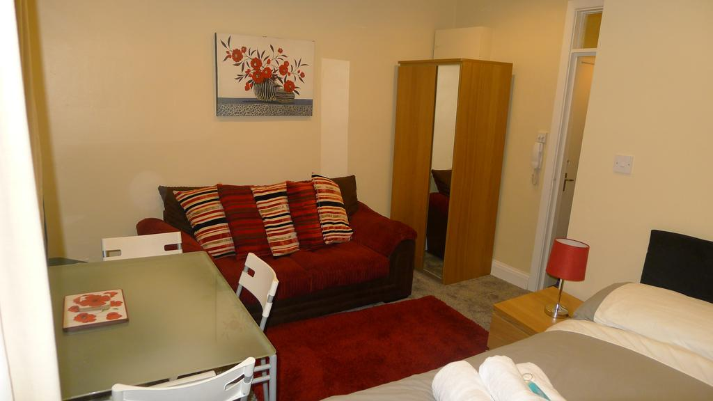Leamington-Spa-Serviced-Accommodation---Regents-Street-Apartments-Near-Royal-Leamington-Spa-College---Urban-Stay-3