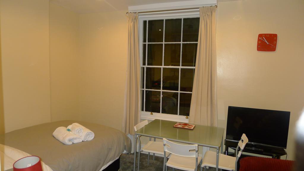 Leamington-Spa-Serviced-Accommodation---Regents-Street-Apartments-Near-Royal-Leamington-Spa-College---Urban-Stay-5