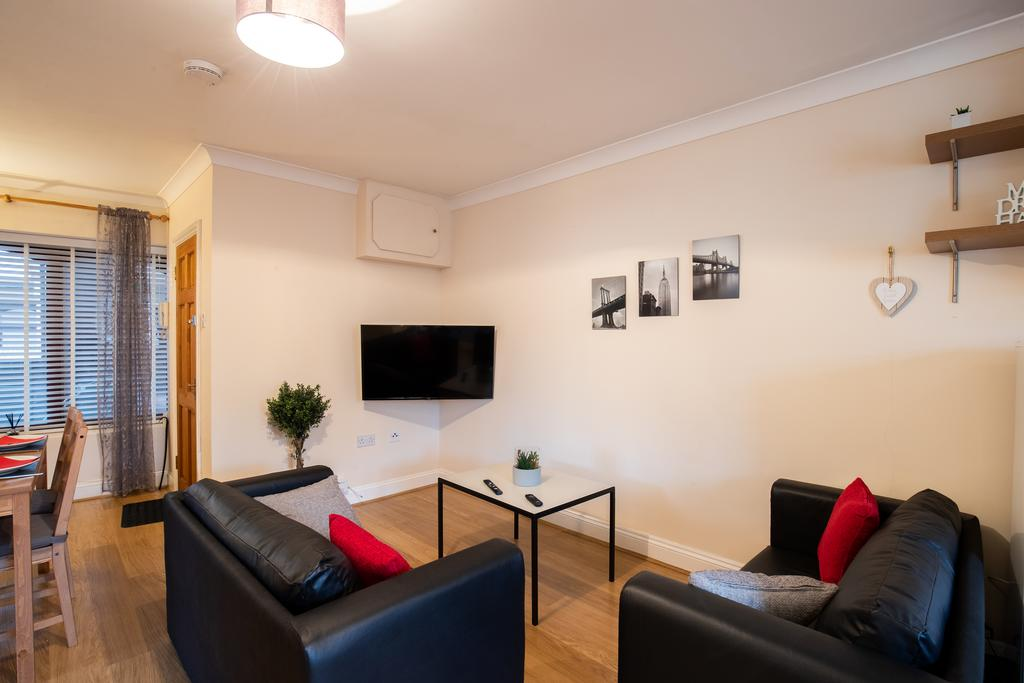 Luxury Accommodation Stansted Mountfitchet - Castle Walk Apartments - Urban Stay 6