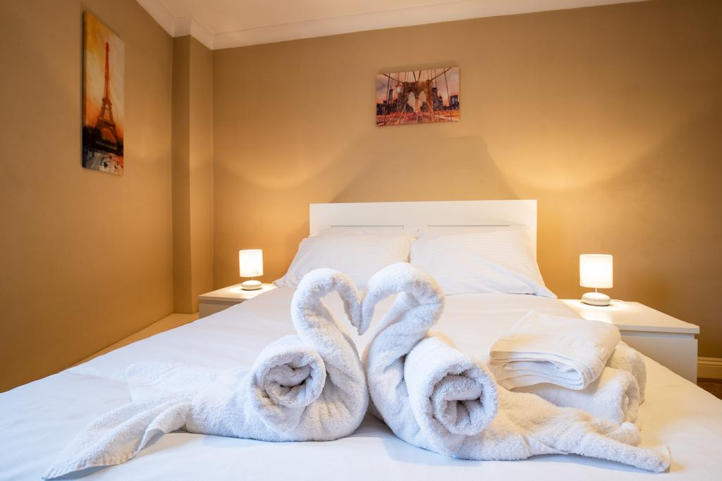 Luxury-Accommodation-Stansted-Mountfitchet---Castle-Walk-Apartments---Urban-Stay-7
