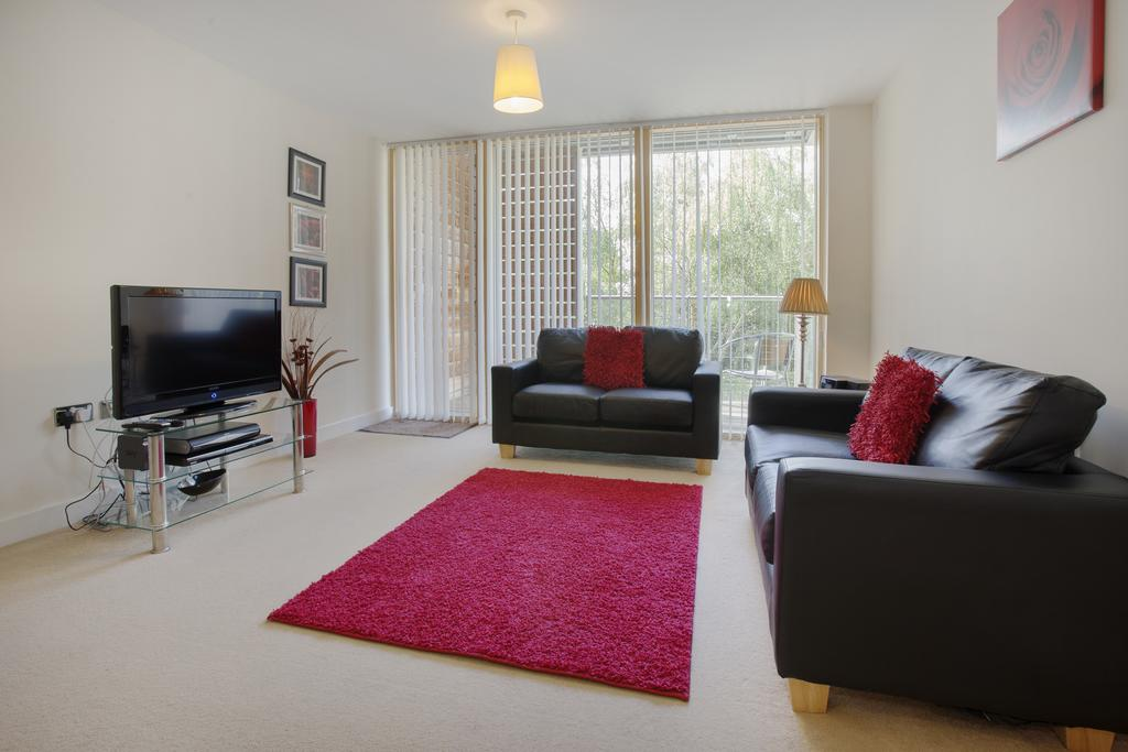 Milton-Keynes-Self-catering-Apartments---South-Vizion-Apartments-Near-The-MK-Shopping-Centre---Urban-Stay-1