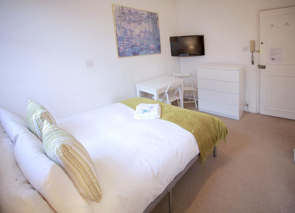 Serviced-Accommodation-Bayswater---Kensington-Gardens-Apartments-Near-Natural-History-Museum--Urban-Stay-1