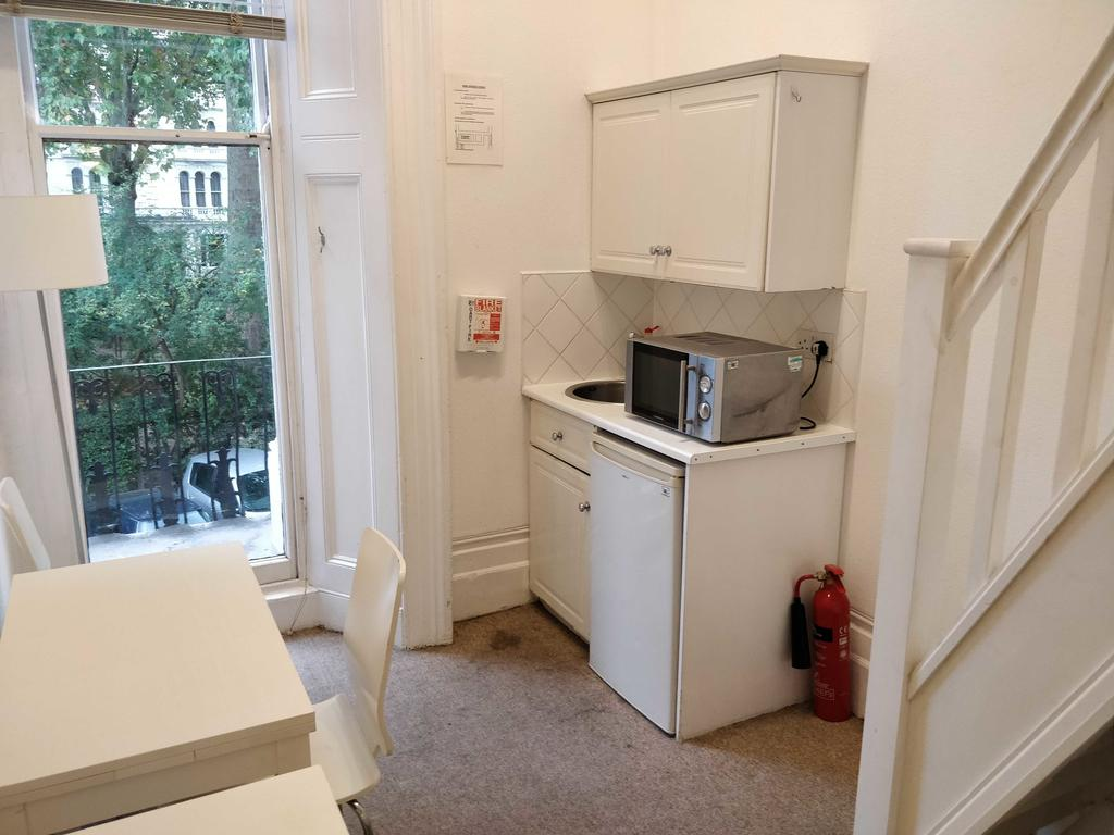 Serviced-Accommodation-Bayswater---Kensington-Gardens-Apartments-Near-Natural-History-Museum--Urban-Stay-4