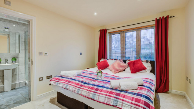 Serviced-Accommodation-Brentford---Mill-Cross-Apartments-Near-Brentford-train-station---Urban-Stay-19