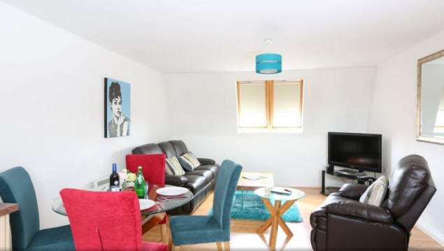 Serviced Accommodation Leamington Spa - Manor House Apartments Near Leamington Spa train station - Urban Stay 5