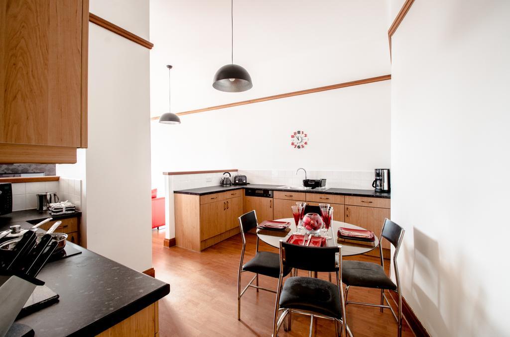 Serviced-Apartments-Aberdeen---Bastille-Apartments-Near-Beach-Ballroom---Urban-stay-4