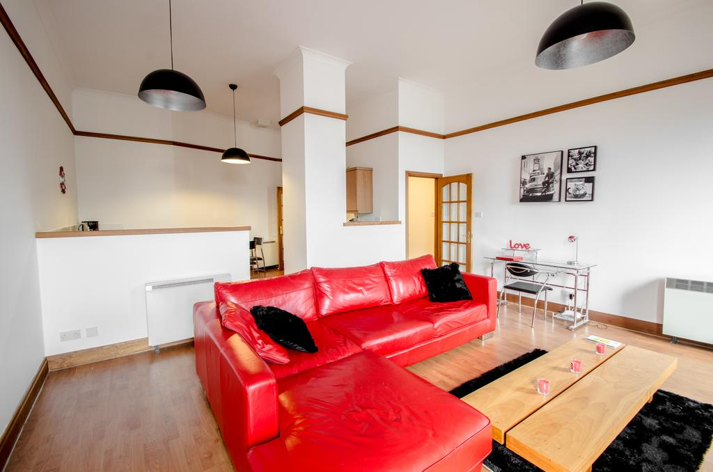 Serviced-Apartments-Aberdeen---Bastille-Apartments-Near-Beach-Ballroom---Urban-stay-5