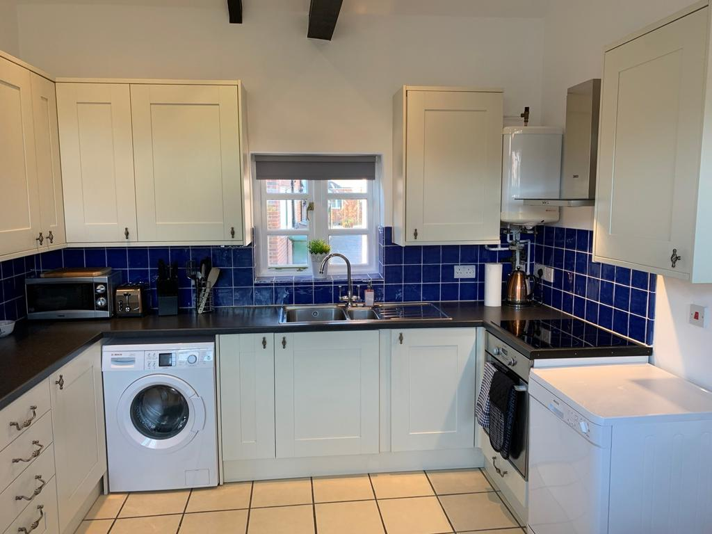 Serviced-Apartments-Didcot---Lewis-Serviced-Apartments-Near-Milton-Manor-House---Urban-Stay-2