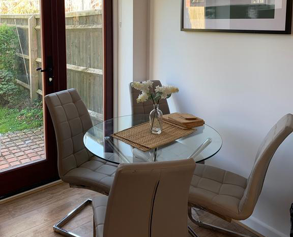Serviced-Apartments-Didcot---Lewis-Serviced-Apartments-Near-Milton-Manor-House---Urban-Stay-4