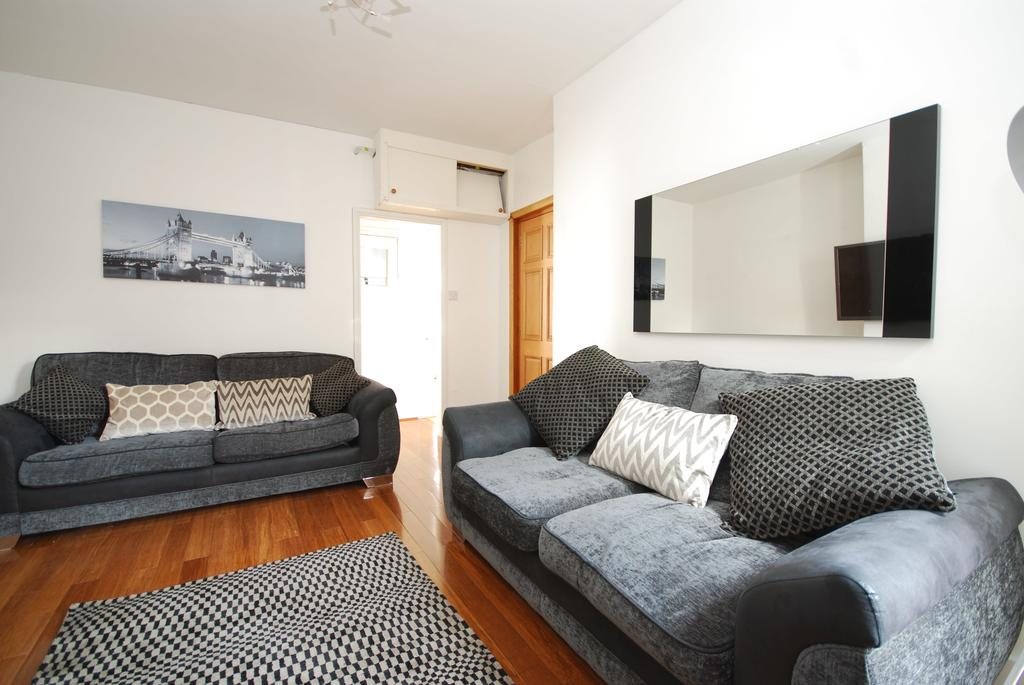 Soho Serviced Accommodation-Old Compton Street Apartments Near Queen's Theatre-Urban Stay 12