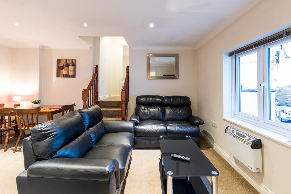 Stansted-Mountfitchet-Serviced-Apartments---Pines-Hill-Apartments---Urban-Stay-1