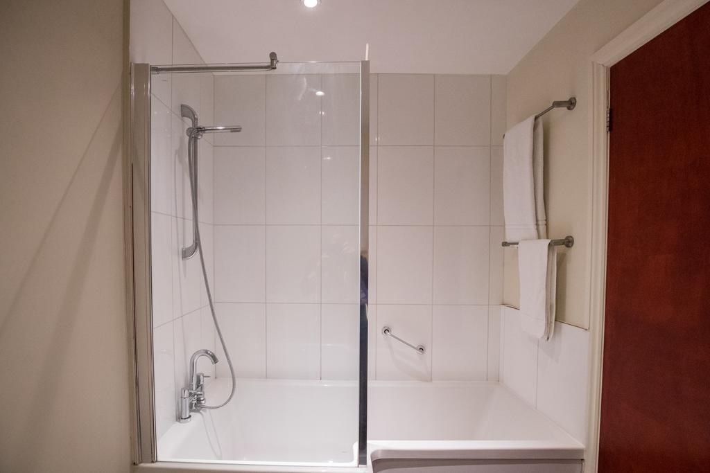 Stansted-Mountfitchet-Serviced-Apartments---Pines-Hill-Apartments---Urban-Stay-9